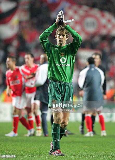 Edwin van der Sar of Manchester United applauds the fans after the UEFA Champions League match between Benfica and Manchester United at the Stadium...