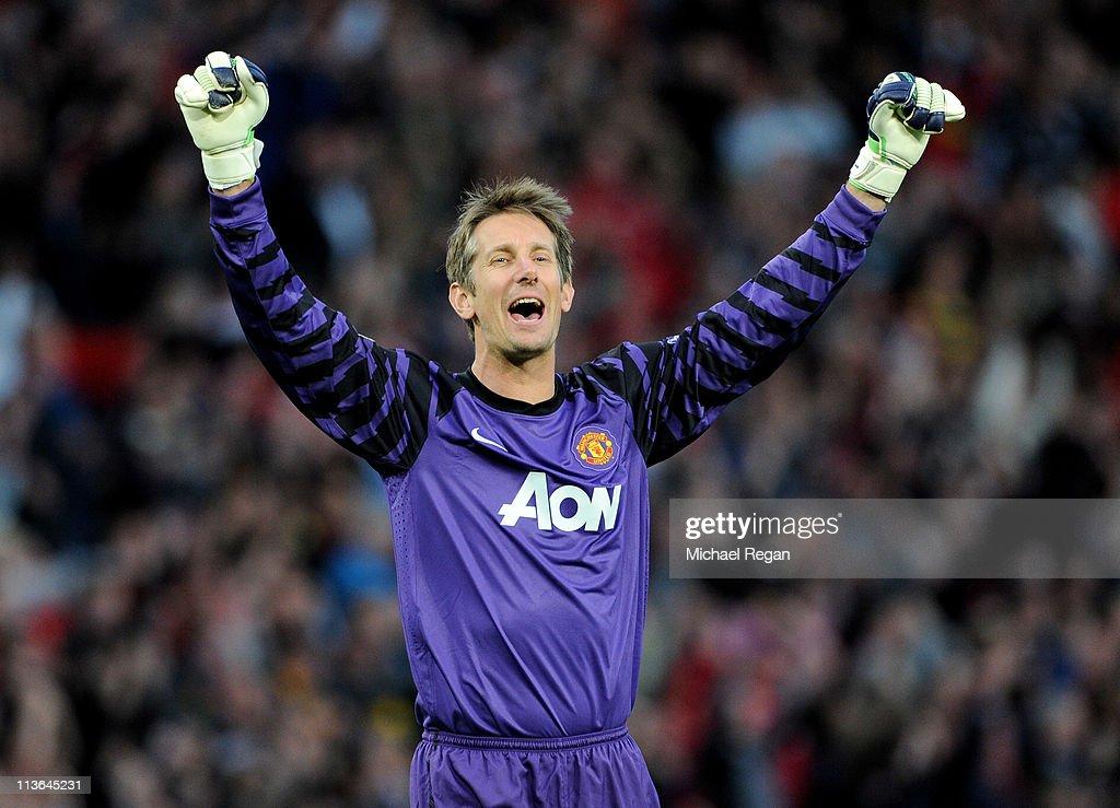 Manchester United v Schalke 04 - UEFA Champions League Semi Final : News Photo