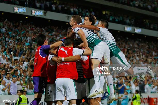 Edwuin Cetre of Santos celebrates with teammates after scoring the fourth goal of his team during the semifinals first leg match between Santos...