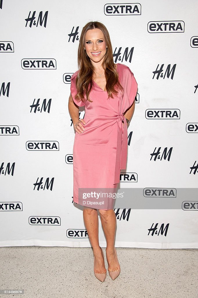 Edyta Sliwinska visits 'Extra' at their New York studios at H&M in Times Square on March 9, 2016 in New York City.