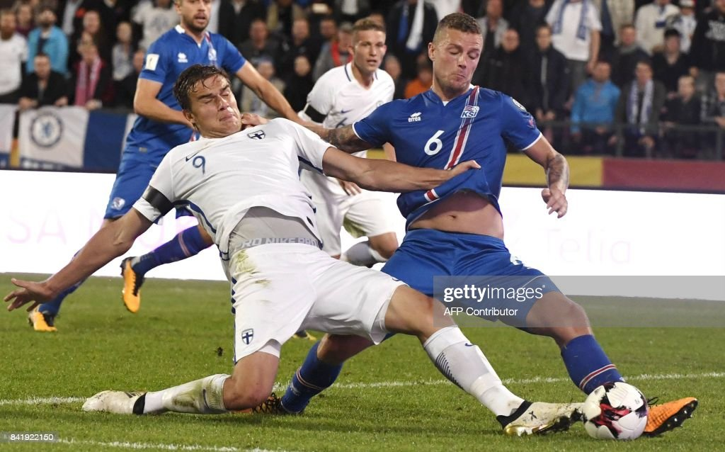 Eero Markkanen (L) of Finland vies with Ragnar Sigurdsson of Iceland during the FIFA World Cup 2018 qualification football match between Finland and Iceland in Tampere on September 2, 2017. / AFP PHOTO / Lehtikuva / Jussi Nukari