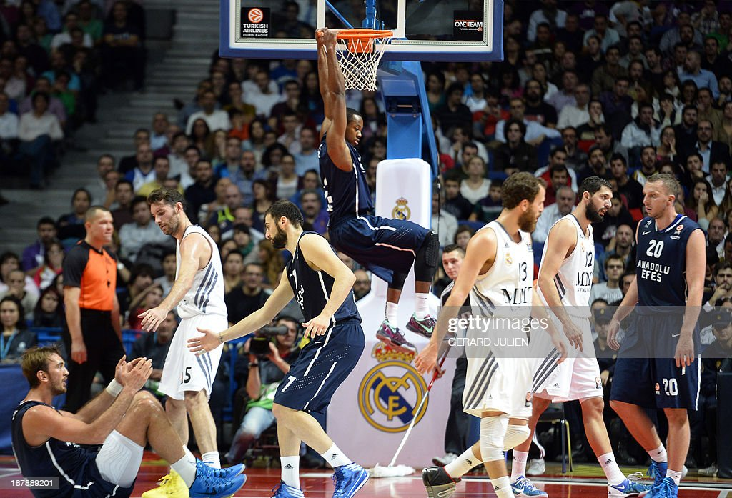 Efes Istanbul S Us Forward Scotty Hopson Scores A Basket During