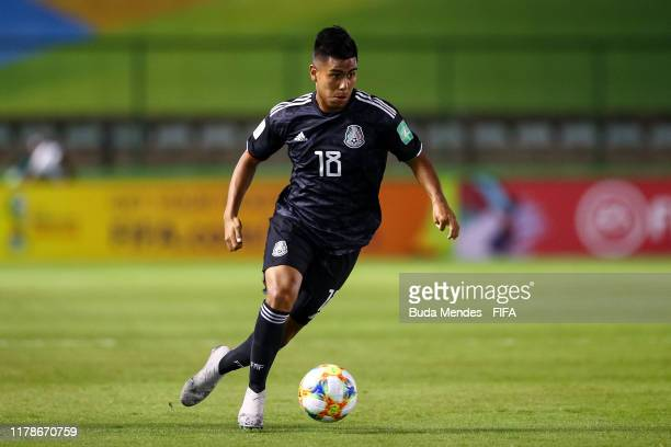 Efrain Alvarez of Mexico controls the ball during the FIFA U17 Men's World Cup Brazil 2019 group F match between Paraguay and Mexico at Valmir...