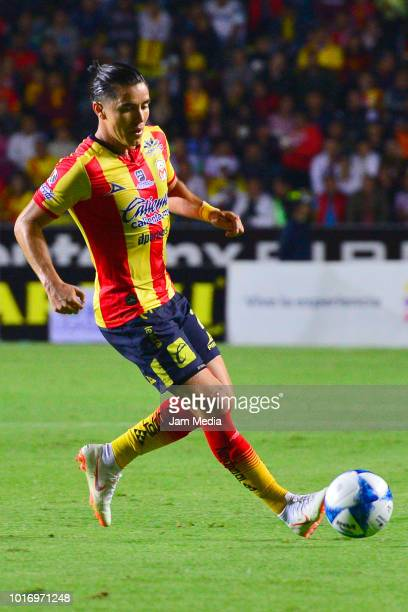 Efrain Velarde of Morelia controls the ball during the fourth round match between Morelia and Necaxa as part of the Torneo Apertura 2018 Liga MX at...