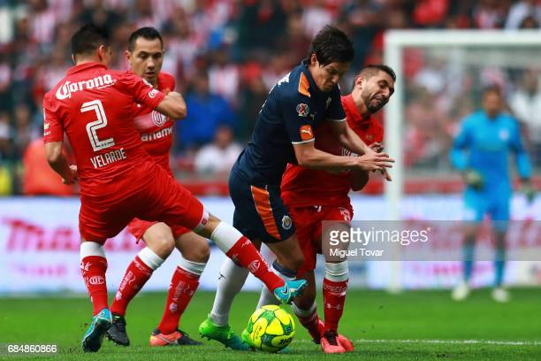 Efrain Velarde of Toluca fights for the ball with Carlos Fierro of Chivas during the semifinals first leg match between Toluca and Chivas as part of...