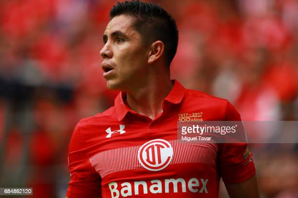 Efrain Velarde of Toluca gestures during the semifinals first leg match between Toluca and Chivas as part of the Torneo Clausura 2017 Liga MX at...