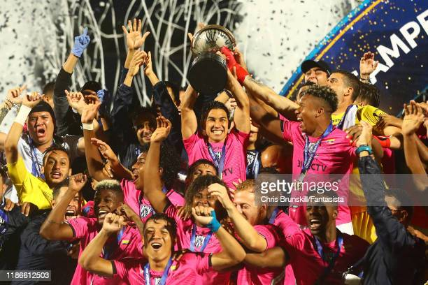 Efren Mera of Independiente lifts the trophy following the final of Copa CONMEBOL Sudamericana 2019 between Colon and Independiente del Valle at...