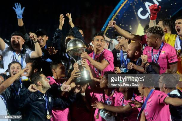 Efren Mera of Independiente lifts the trophy with teammates after winning the final of Copa CONMEBOL Sudamericana 2019 between Colon and...