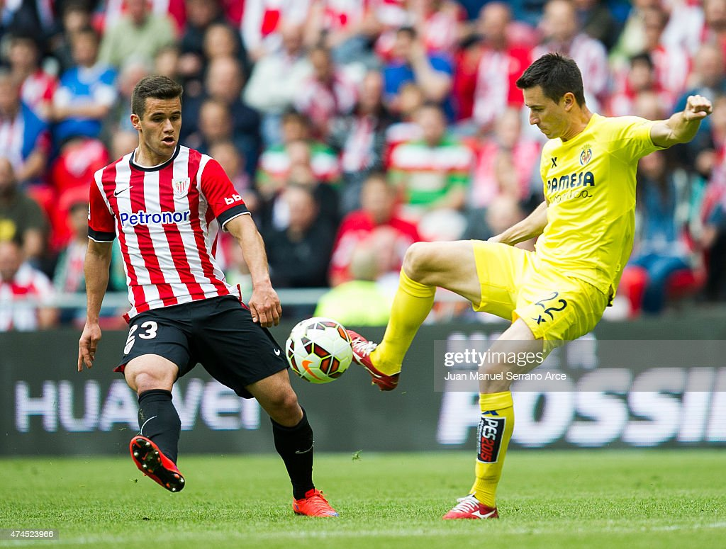 Eger Aketxe of Athletic Club Bilbao duels for the ball with Antonio Rukavina of Villarreal during the La Liga match between Athletic Club Bilbao and Villarreal CF at San Mames Stadium on May 23, 2015 in Bilbao, Spain.