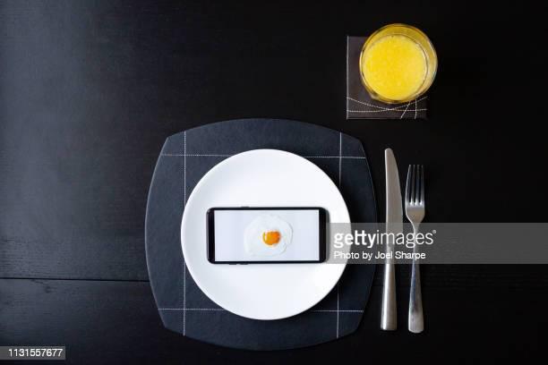 egg and juice social media breakfast - künstlich stock-fotos und bilder