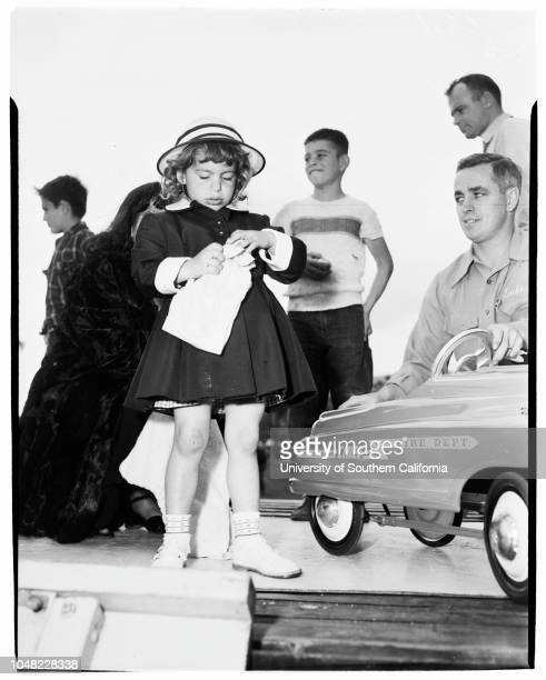 Egg rolling (20-30 Club in Peck's Park, San Pedro, 12 April 1952. Cynthis Lee -- 3 1/2 years;Linda Bobich -- 3 years.;Supplementary material reads:...