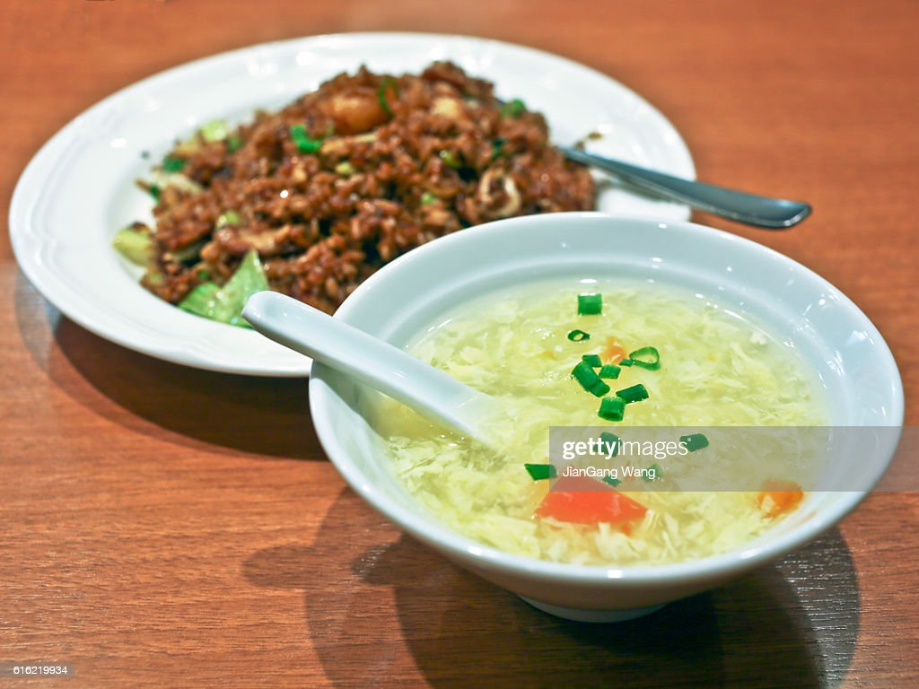 Egg soup and black fried rice : Stockfoto