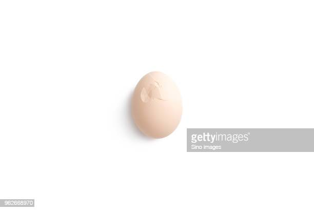 egg with cracked shell against white background, guangzhou,  guangdong province, china - image stock pictures, royalty-free photos & images