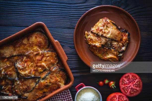 eggplant parmesan recipe also aubergine parmigiana - eggplant stock pictures, royalty-free photos & images