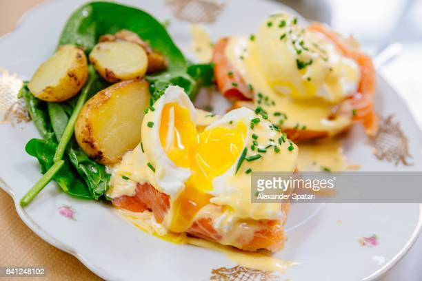 eggs benedict close up, high angle view - the brunch stock pictures, royalty-free photos & images