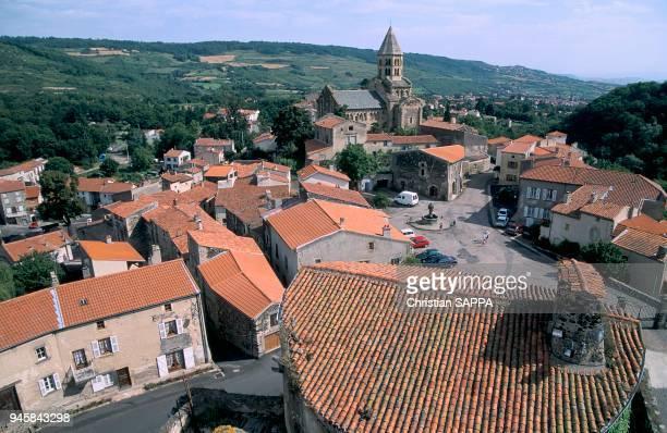 Eglise de Saint Saturnin a ?t? construite au XIIe si?cle. L'eglise de Saint Saturnin a ?t? construite au XIIe si?cle.