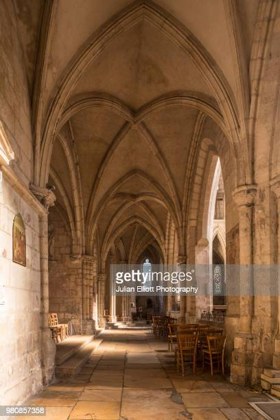 eglise saint pierre in bourges, france. - cher stock pictures, royalty-free photos & images