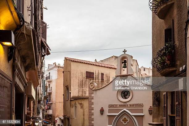 Eglise sancte joannes baptista et ruelles de Bonifacio, Corse, France
