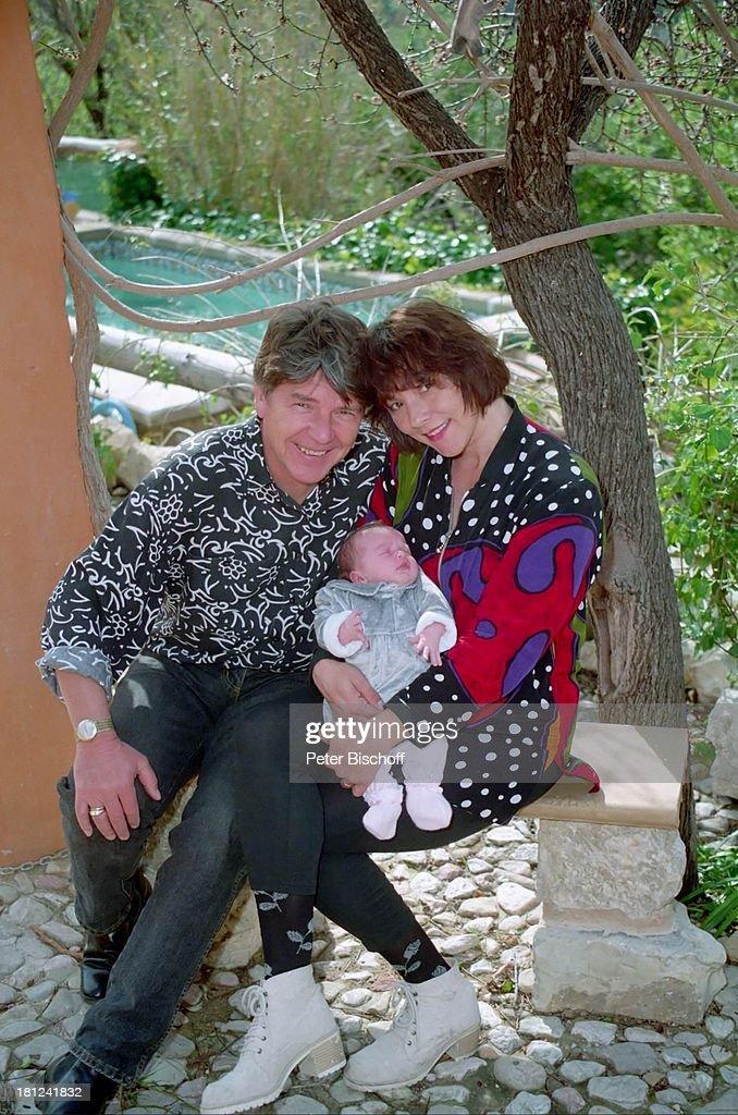 Egon Wellenbrink, Ehefrau Lisa mit Tochter Clarissa, 13.03.1996, : News Photo