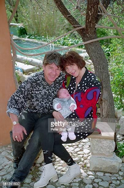 Egon Wellenbrink Ehefrau Lisa mit Tochter Clarissa Mallorca Spanien Musiker Schauspieler Schauspielerin Homestory Vater Mutter Ehemann Promis...