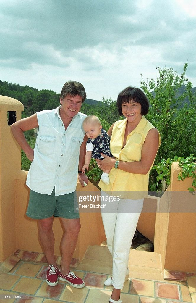 Egon Wellenbrink, Ehefrau Lisa mit Tochter Clarissa, 13.12.1996, : News Photo