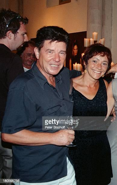 Egon Wellenbrink Ehefrau Lisa StarFriseurUdo Walz feierte die Eröffnung seines ersten FriseurSalons Frisör Mallorca/Spanien Wein Glas Umarmung