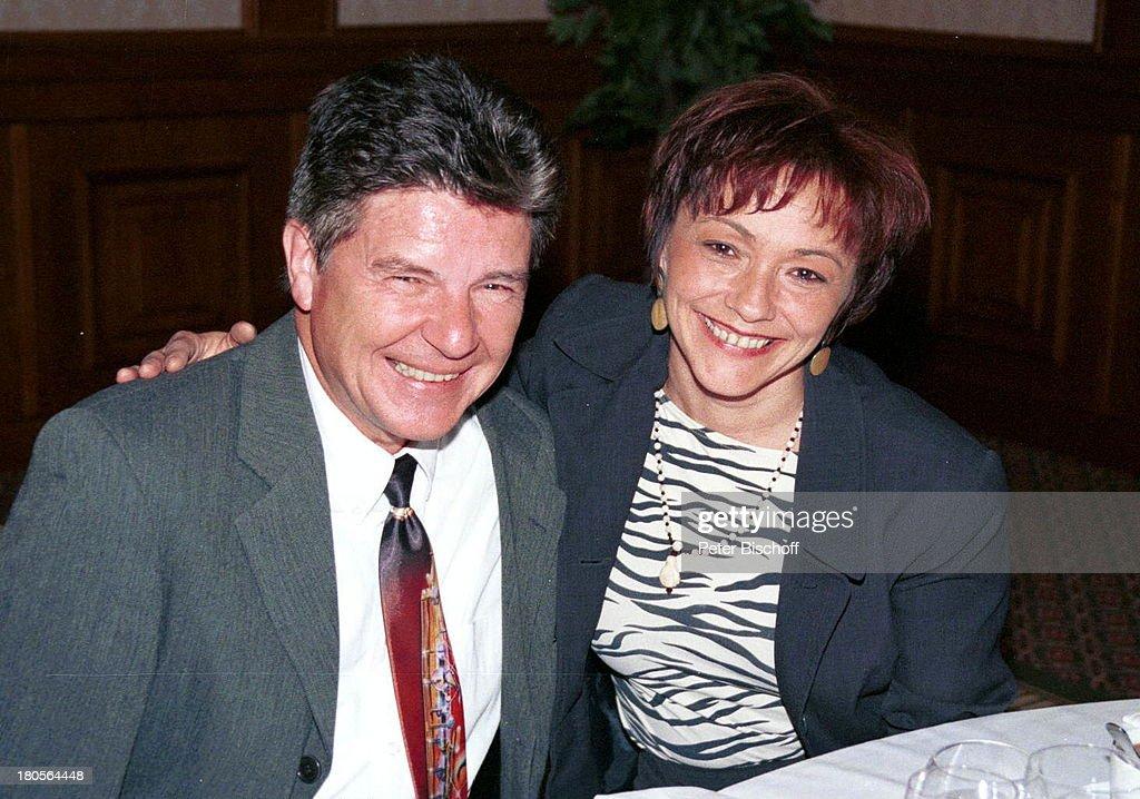 Egon Wellenbrink, Ehefrau Lisa,;Geburtstagsparty v. Norbert Schu : News Photo