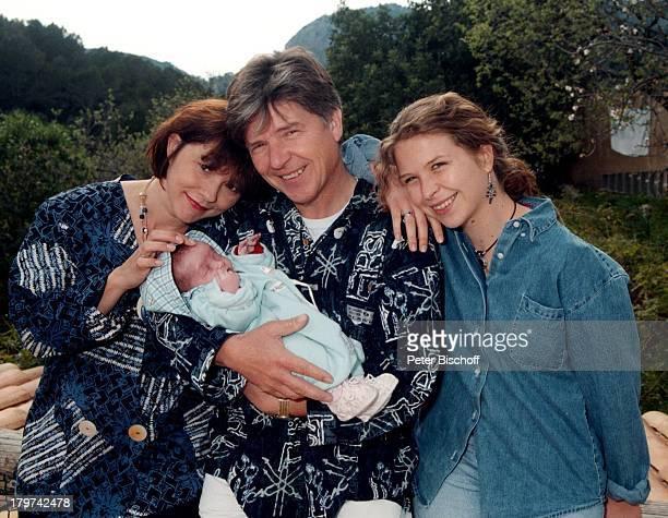 Egon Wellenbrink mit Ehefrau Lisa Töchter Susanna und Clarissa Homestory auf Mallorca/Spanien Kinder Familie Promis Prominente Prominenter