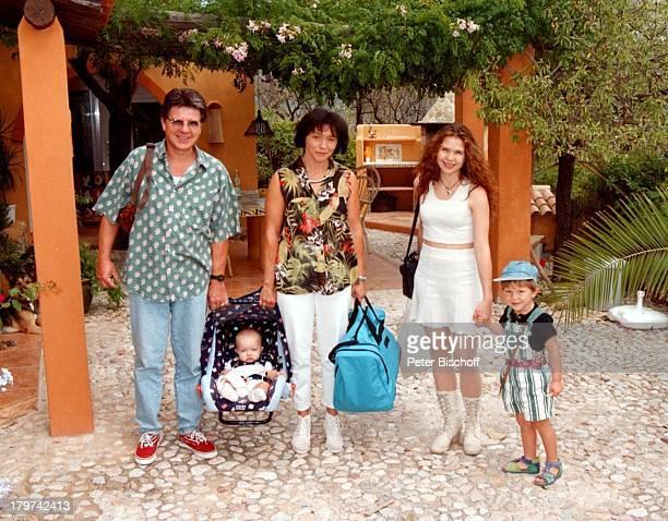 Egon Wellenbrink mit Ehefrau Lisa Töchter Susanna und Clarissa und Sohn Nico Homestory auf Mallorca/Spanien Kinder Familie Promis Prominente...