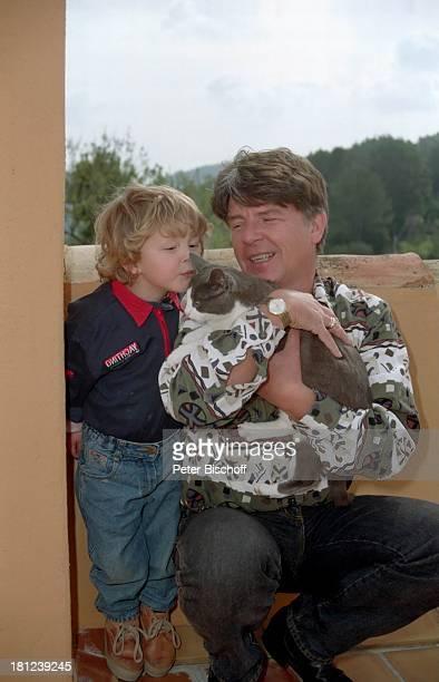 Egon Wellenbrink mit Sohn Nico Mallorca Spanien Katze Tier Musiker Schauspieler Vater Familie Homestory Promis Prominente Prominenter