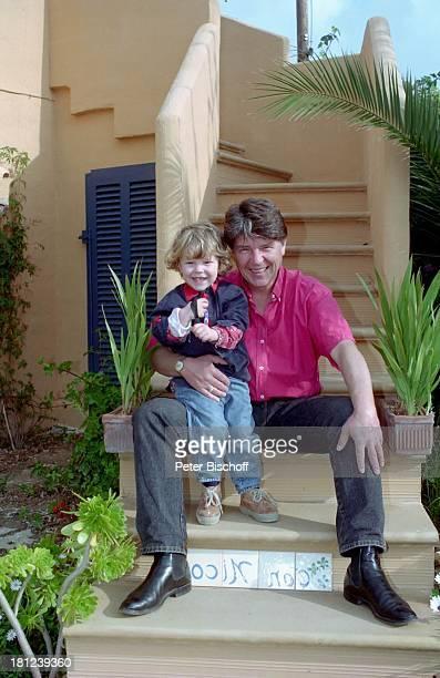 Egon Wellenbrink mit Sohn Nico Mallorca Spanien Musiker Schauspieler Vater Familie Homestory Promis Prominente Prominenter