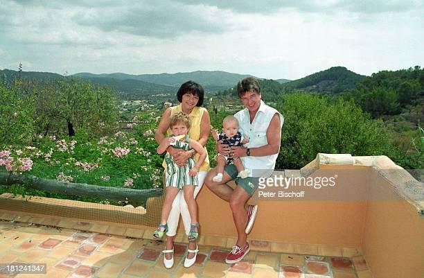 Egon Wellenbrink mit Tochter Clarissa Ehefrau Lisa mit Sohn Nico Mallorca Spanien Musiker Schauspieler Vater Mutter Familie Homestory Promis...