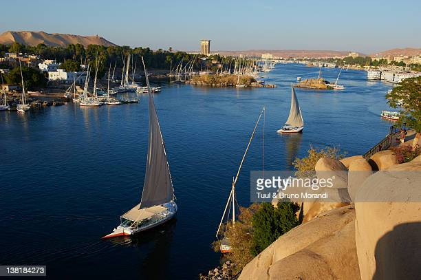 egypt, aswan, feluccas on the nile river - aswan stock pictures, royalty-free photos & images