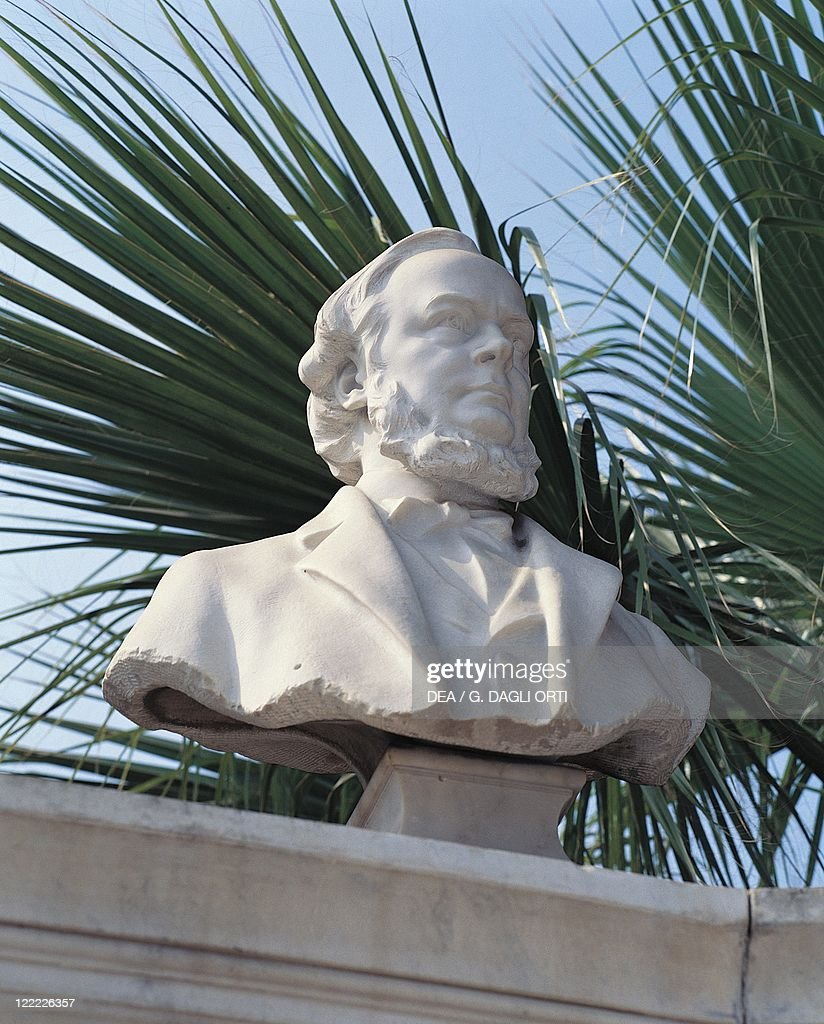 Egypt, Cairo, Egyptian Museum. Marble bust of the archaeologist Goodwin at the tomb of Auguste-Edouard Mariette (1821-1881) : News Photo