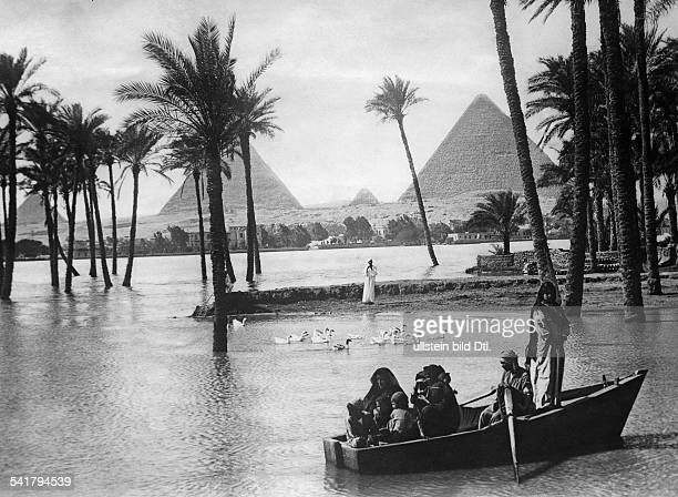 Egypt Gizeh Gizeh Flood of the Nile in the background the Giza pyramid complex Photographer Keystone 1927Vintage property of ullstein bild