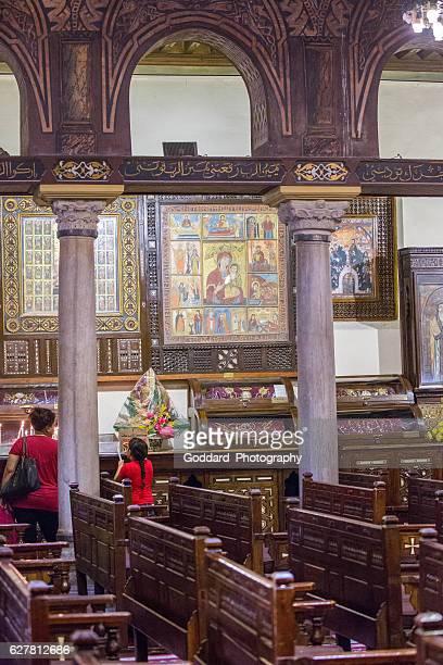 egitto: chiesa sospesa al cairo - copto foto e immagini stock