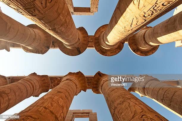egypt, luxor, karnak temple, columns, low angle view - karnak fotografías e imágenes de stock