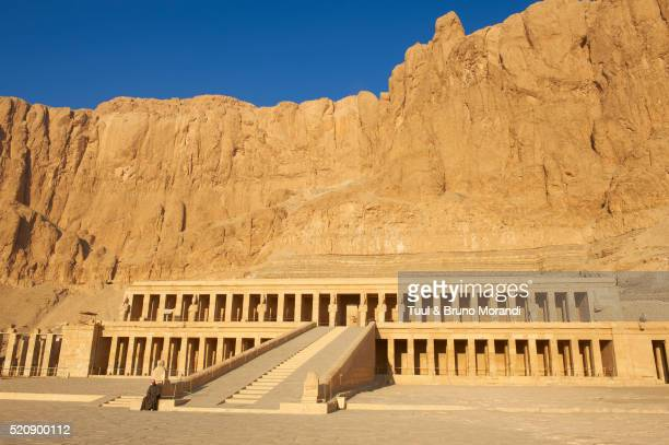 egypt, luxor, thebes, temple of hatshepsut, deir el bahar - luxor thebes stock pictures, royalty-free photos & images