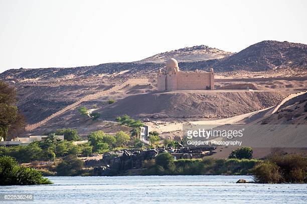 egypt: mausoleum of aga khan in aswan - mausoleo fotografías e imágenes de stock