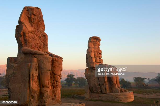 egypt, nile valley, luxor, colossi of memnon - luxor thebes stock pictures, royalty-free photos & images