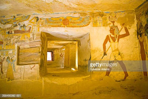 egypt, oasis of bahariya, bannentiu tomb and frescoes, 26th dynasty - antico egitto foto e immagini stock
