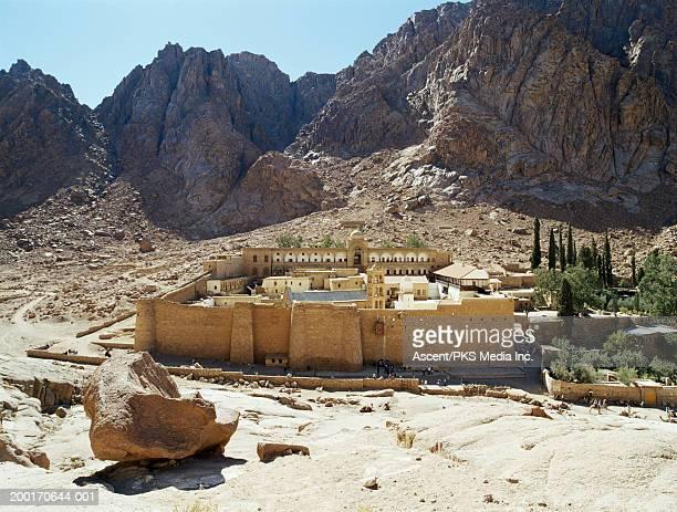 egypt, sinai, st. catherine's monastery and mt. sinai - monte sinai imagens e fotografias de stock