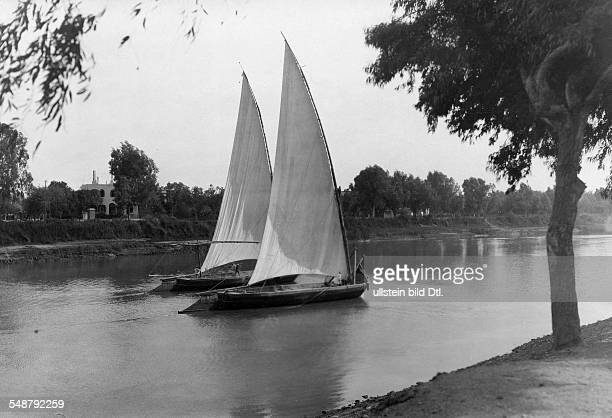 Egypt : two feluccas on the river Nil - 1929 - Photographer: Frankl - Vintage property of ullstein bild