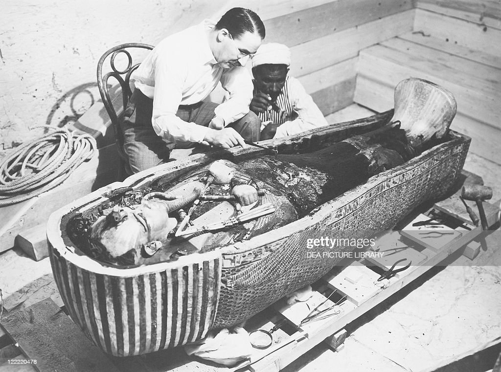 Egypt, Valley of the Kings, The discovery of the tomb of Pharaoh Tutankhamun (or Tutankhamen, circa 1340-1323 B.C., archaeologist Howard Carter (1874-1939) examining the third mummy-shaped sarcophagus, 1922, vintage photograph : News Photo