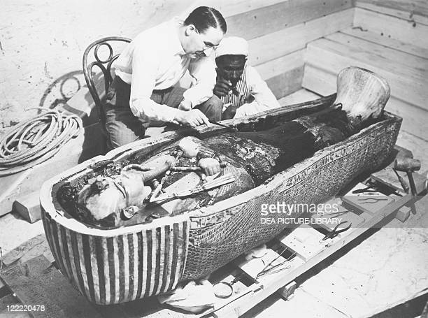 Egypt Valley of the Kings The discovery of the tomb of Pharaoh Tutankhamun or Tutankhamen circa 13401323 BC archaeologist Howard Carter examining the...