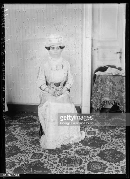Egypte Dame de Harem, between 1900 and 1919.