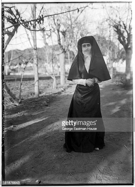 Egypte Dame de Harem en promenade, between 1900 and 1919.