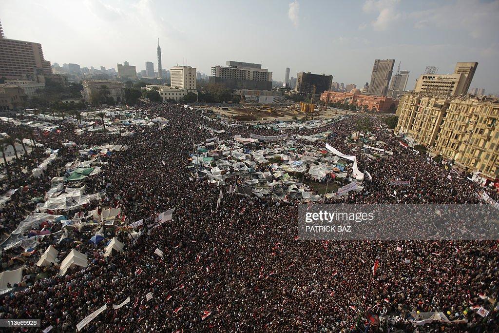 Egyptian anti-goverment demonstrators ca : News Photo