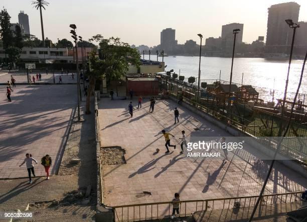 Egyptian children play football on a terrace by the Nile River in Cairo on January 12 2018 / AFP PHOTO / Amir MAKAR