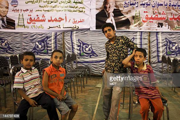 Egyptian children wait for presidential candidate Ahmed Shafik before a campaign rally in the Upper Egypt city of Aswan, Thursday, May 17, 2012....